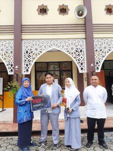 Tim MA Al-Azhar Asy-Syarif Juara 3 Lomba Cerdas Cermat