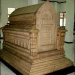Makam Bersusun 2 Komentator